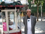 Simit salesman, Istanbul, Turkey, travel photos