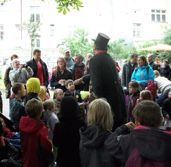 A flea circus in Prague