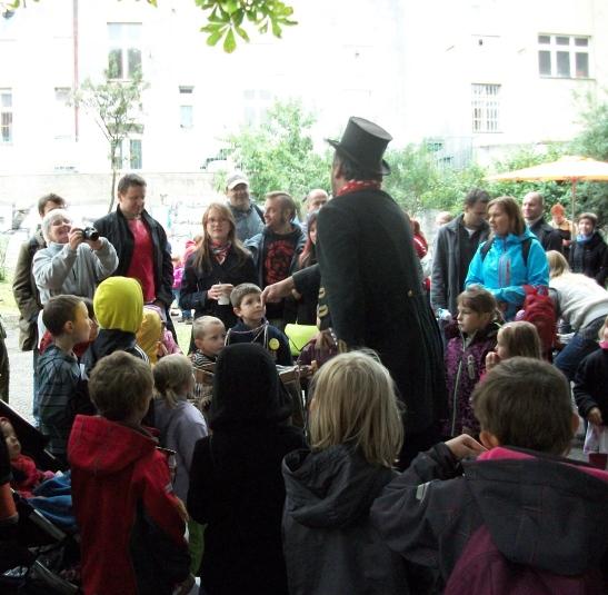 A flea circus in Prague